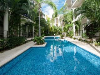 Central condo near the beach. Aqua Terra 101