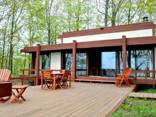 Beachwood - Lakefront gem with private beach, South Haven