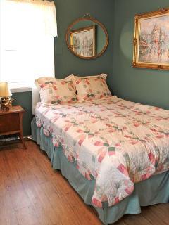 Bedroom %351