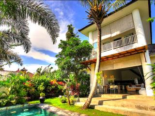 Gorgeous Villa Echo Beach, Canggu