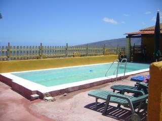 Casa milagro con piscina privada, Arafo