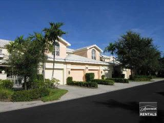 Lovely top floor coach home is steps from the pool, Naples