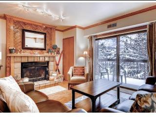 Working wood fireplace w/walk-out balcony w/views of Historic Main St, Town Lift & Mountain Scenery!