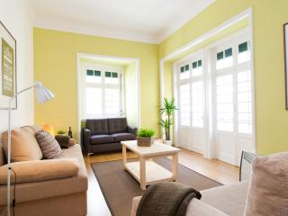 CHIADO CITY CENTER 5 ROOMS UP TO 17 GUESTS, Lisbon