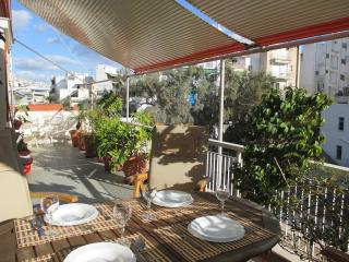 Lycabetus Apartment - Lovely Terrace, Free transf, Athen