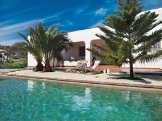 Country villa with its own swimming pool,  jacuzzi