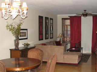 NEWLY LISTED!  Beautifully Appointed Townhouse!!, Phoenix