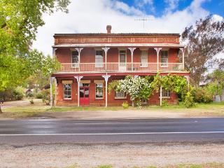 The Diggers Store B&B: self contained 1850s stable, Castlemaine