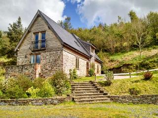 HIRAETH, pet friendly, luxury holiday cottage, with a garden in Dolau, Ref 4455, Llandrindod Wells