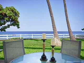 Fabulous Ocean Front Villa! Private Lanai Steps to the Lawn then Ocean!-RSC 109, Kailua-Kona