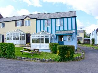 THE SMITHY, lawned garden with furniture, shared use of holiday village grounds,