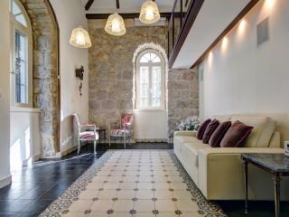 Best Location 5 Stars Templer Apt German Colonny, Jerusalem