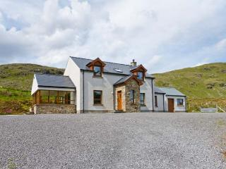 BLUE STACK HOUSE, detached cottage with stunning views, WiFi, en-suite and multi-fuel stove, close Donegal Ref 906503