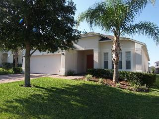 HIGHGATE HIDEAWAY: 4 Bedroom Pool and Spa Home in Gated Community, Davenport