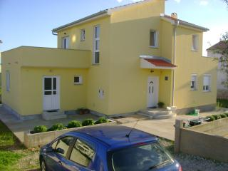 Apartment Bor for 4+2 persons in Novalja