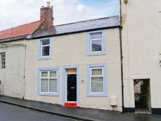 CHURCH VIEW COTTAGE, terraced property, en-suites, WiFi, pet-friendly, in Wooler
