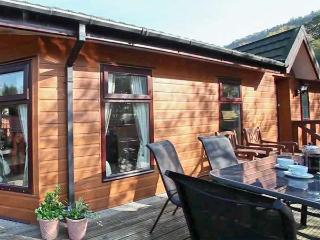 WANSFELL VIEW, single-storey detached lodge on a holiday park, en-suite, Troutbeck