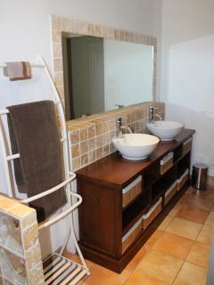 salle de bain étage qui dessert les 3 chambres du haut