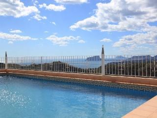 Fantastic Views, Pool, 3 Bed, 2 bath, Appartment.