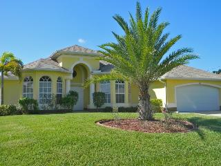 Beautiful Villa On The Canal, South Facing, Pool, Cape Coral