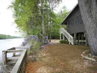 RIVER FRONT PROPERTY 'THE BOAT HOUSE'