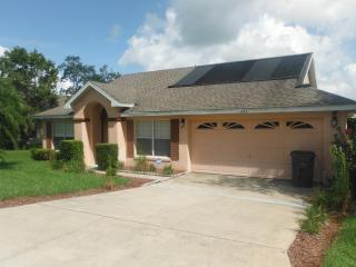 Beautiful 3 Bedroom Pine Lake  Villa with Pool, Orlando