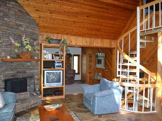 ~~LOOK~LAkEFRoNt Home with Sauna & NEW Hot Tub!
