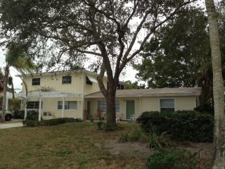Charming Cottage-Less than 1.2 miles to the Beach!