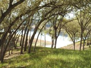 Simply Lake Front-Easiest Walk to Lake, Lake Nacimiento