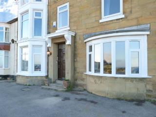 SEA VIEW COTTAGE, beautiful sea views, dog and child-friendly ground floor apartment in Marske-by-the-Sea, Ref. 23704