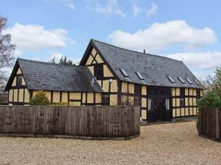 STOCKS BARN, detached barn conversion, woodburner, WiFi, off road parking