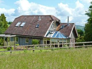 FIG TREE COTTAGE, luxury property, spacious rooms, private garden with Exe Valley views in Bickleigh, Ref 904128, Tiverton