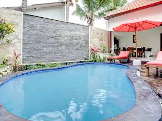 Villa Cendrawasih. 2 Bdr. Pool, Seminyak