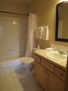 Private bathroom in 2nd bedroom