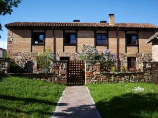 Stone house with garden, Salinas de Pisuerga