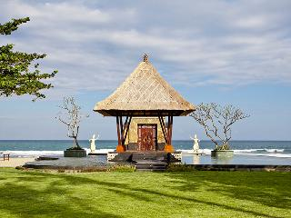 Grand Ocean Luxury Beachfront Villa, Gianyar