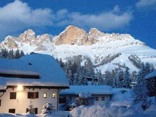 Apartment in Dolomites, in Karersee.