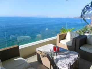 Spectacular 3 Bedroom Condo with private beach, Puerto Vallarta