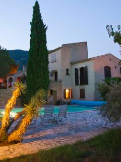 view on the villa in the Drôme provencale with private heated pool, WIFI, BBQ, 3 bedrooms