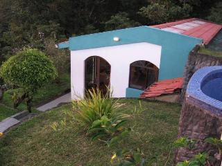 Studio Apartmt. with perfect lake view—guest house, Nuevo Arenal