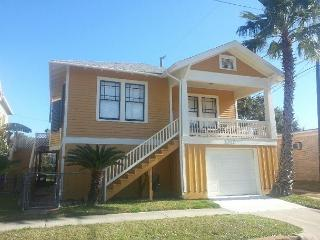 4 Blocks to the Beach, Close to Pleasure Pier, Sleeps 9, Garage, Tiki Island