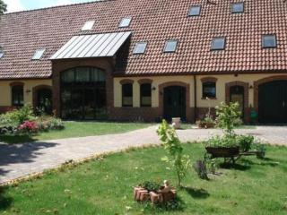 Vacation Apartment in Garz (Rügen) - 323 sqft, cozy, harmonious, friendly (# 4703), Puddemin