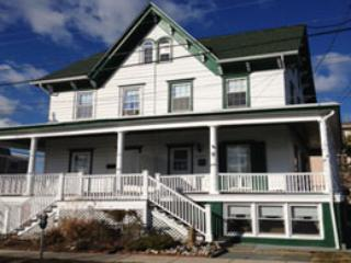 Modern Condo. 3br/2bath With AC.  Steps to the Beach!, Cape May