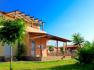 4 Bedroom Holiday Villa, Large Garden, Near Beach, La Canea