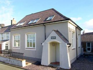 YR HEN FESTRI, former vestry, upside down accommodation, woodburner, hot tub, in