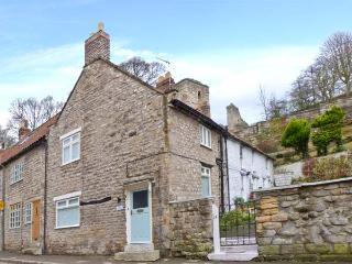 BECK COTTAGE, fantastic steam railway location, great touring base, character, Pickering