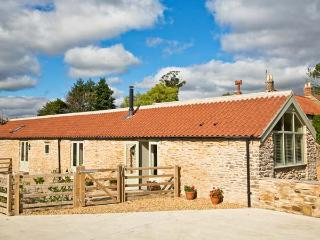 BARN OWL COTTAGE, barn conversion, open-plan living, en-suite bedroom, Ref 25755