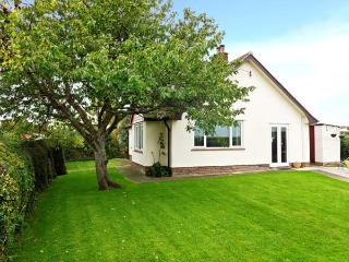 ROSE VIEW, detached bungalow, woodburner, off road parking, enclosed garden, in