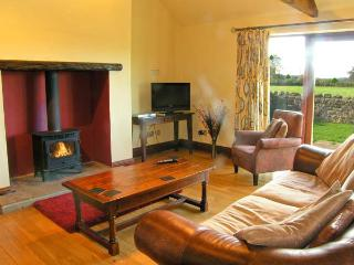 ELLABERRY, all ground floor, en-suite wet room, woodburner, pet-friendly, near Staindrop, Ref 30558
