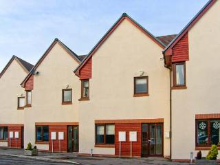MARINA VIEW, townhouse overlooking marina, off road parking, decked patio, in Amble, Ref 30438